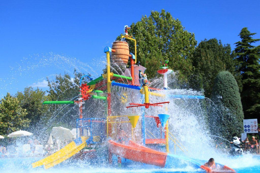Camping Bella Italia - Waterapparaat in het kinderzwembad op bella italie
